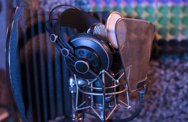 image of Condenser_microphone_voiceover